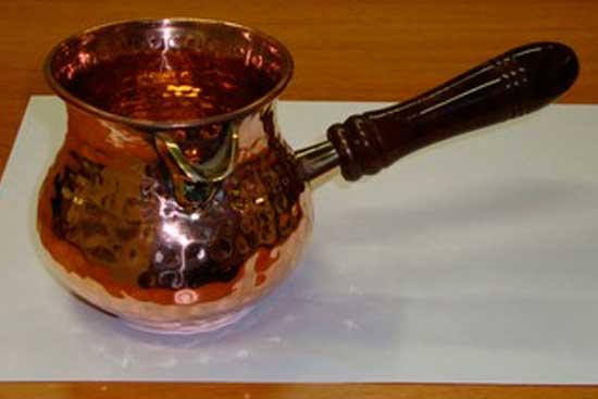 *№ 1 *Турка медная ,ручная чеканка под старину, ручка из дерева ,латунный носик для наливания кофе и держатель для ручки , объем = 350 мл. Цена = 3249 рублей